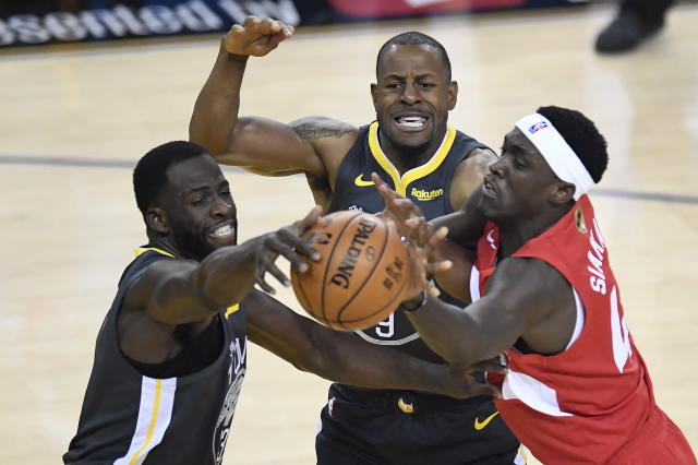 Golden State Warriors forward Andre Iguodala (9) and forward Draymond Green, left, steal the ball from Toronto Raptors forward Pascal Siakam during the first half of Game 4 of basketball's NBA Finals, Friday, June 7, 2019, in Oakland, Calif. (Frank Gunn/The Canadian Press via AP)