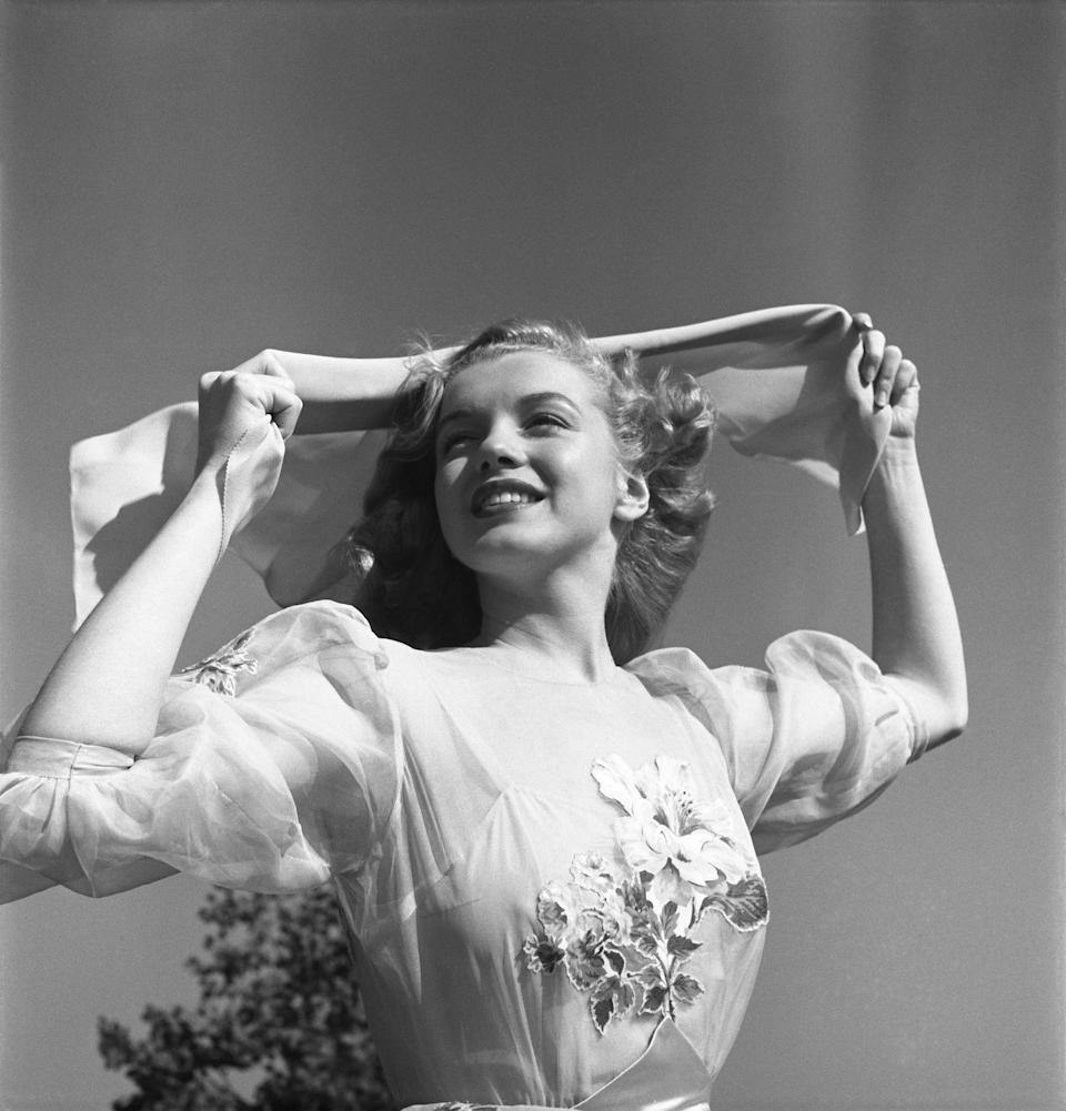 <p>Newly signed with 20th Century Fox, Norma began a whirlwind of publicity shoots. She adopted her new stage name after a popular first name of the time and her mother's maiden name, Monroe. </p>