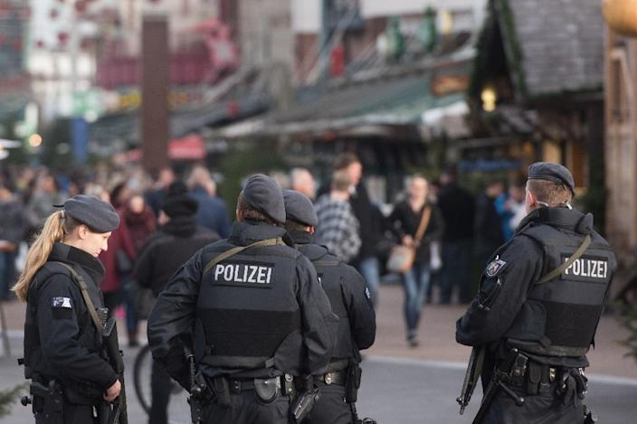 Armed police patrol at the Christmas market in Oberhausen, western Germany on December 23, 2016 (AFP Photo/Bernd Thissen)