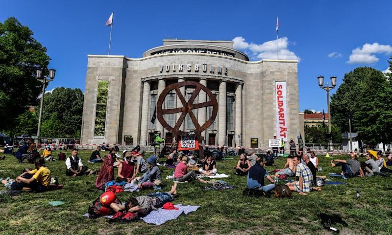 Anti-lockdown protesters at theRosa-Luxemburg-Platz in Berlin, Germany