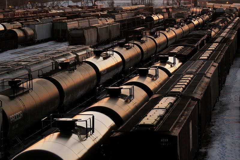 Canadian crude-by-rail exports fall to another eight-year low in July