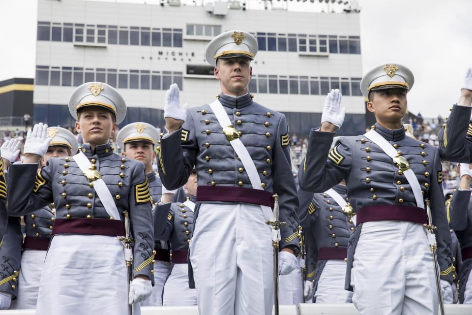 West Point cadets raise their right hands to take the oath before tossing their caps during graduation ceremonies at the United States Military Academy, Saturday, May 25, 2019, in West Point, N.Y. (AP Photo/Julius Constantine Motal)