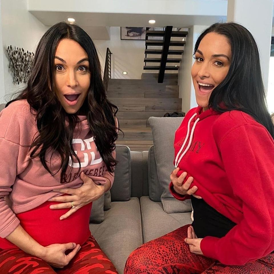 <p>The twins will have their babies just a few days apart! Wow, these two really do everything together, huh?</p>