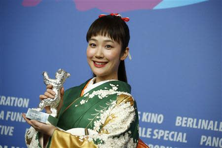Actress Haru Kuroki poses with her Silver Bear for Best Actress in the film 'Chiisai Ouchi' (The Little House) during a news conference after the awards ceremony of the 64th Berlinale International Film Festival in Berlin February 15, 2014. REUTERS/Thomas Peter