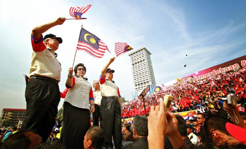 """Add attend the Merdeka Day parade at least once in your lifetime to your bucket list. I guarantee that the patriotic atmosphere will have you singing your heart out! (Image source: <a href=""""https://www.flickr.com/photos/esharkj/6152515530/"""" rel=""""nofollow noopener"""" target=""""_blank"""" data-ylk=""""slk:esharkj/Flickr"""" class=""""link rapid-noclick-resp"""">esharkj/Flickr</a>)"""