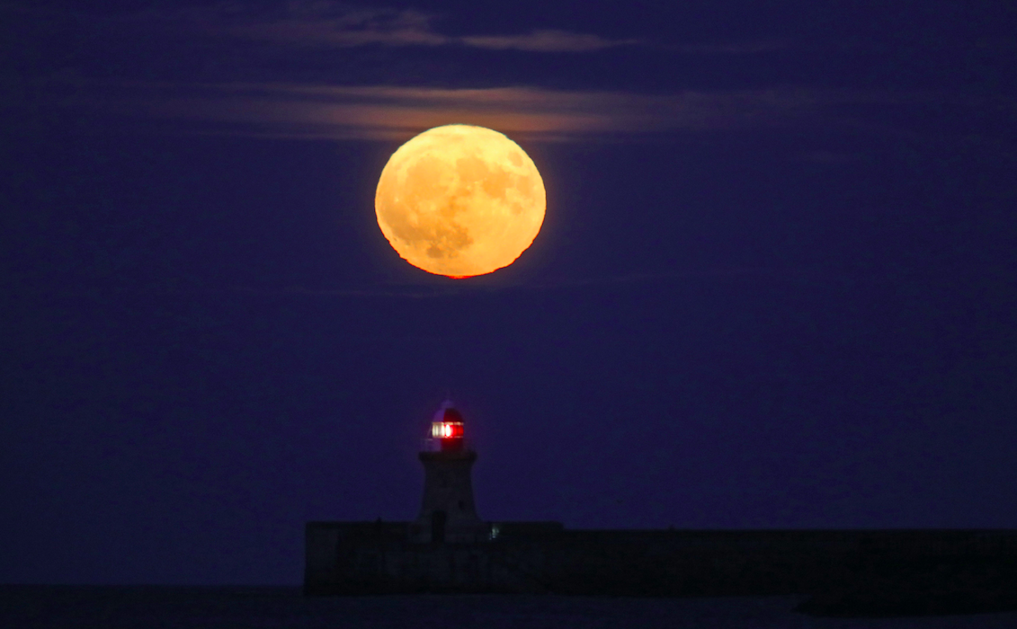<p>The Winter Supermoon rises over the Lighthouse at South Shields, Tyne & Wear. (PA) </p>