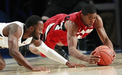 CORRECTS DATE - Stanford guard Chasson Randle, right, and Missouri guard Keion Bell dive for a loose ball during the first half of an NCAA college basketball game at the Battle 4 Atlantis tournament, Thursday, Nov. 22, 2012 in Paradise Island, Bahamas. (AP Photo/John Bazemore)