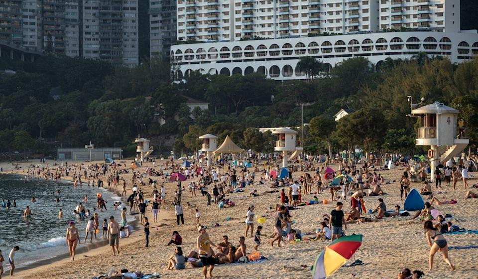 Crowds at Hong Kong's Repulse Bay beach. Authorities have urged vigilance with the city not out of the Covid-19 woods. Photo: Zuma Wire/dpa