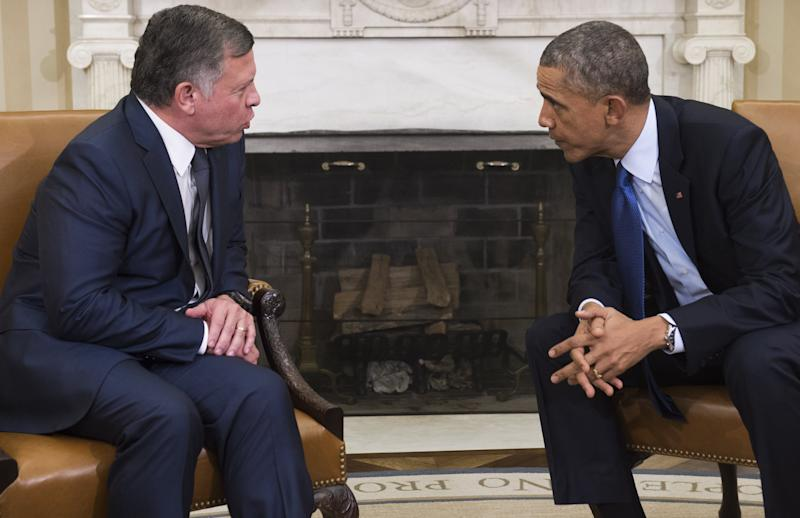 US President Barack Obama meets with King Abdullah II of Jordan in the Oval Office of the White House in Washington, DC, February 3, 2015 (AFP Photo/Saul Loeb)