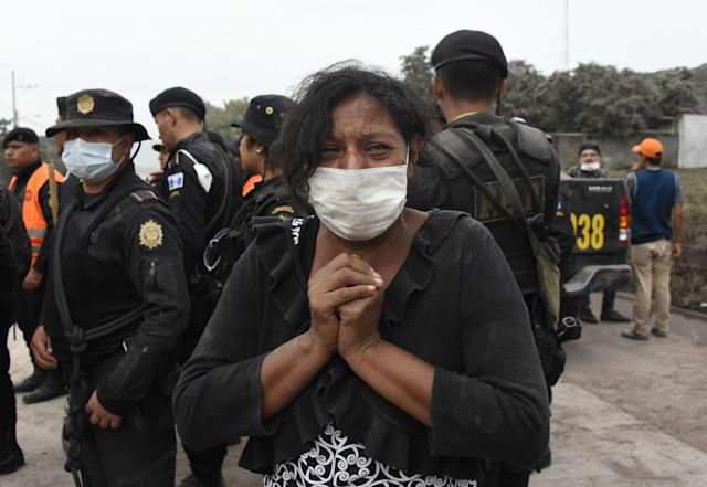 <p>A woman cries for her missing relatives during the search for vicitms in San Miguel Los Lotes, a village in Escuintla Department, about 35 km southwest of Guatemala City, on June 4, 2018. (Photo: Johan Ordonez/AFP/Getty Images) </p>