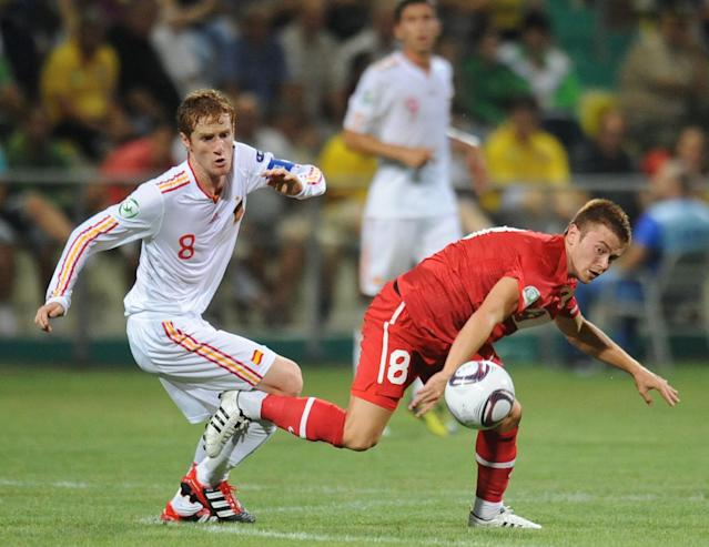 Alejandro Fernandez (L) of Spain vies for the ball with Gokay Iravul (R) of Turkey during football final tournament of UEFA European Under-19 Championship 2010/2011 in Chiajna village next to Bucharest July 26, 2011. AFP PHOTO/DANIEL MIHAILESCU (Photo credit should read DANIEL MIHAILESCU/AFP/Getty Images)
