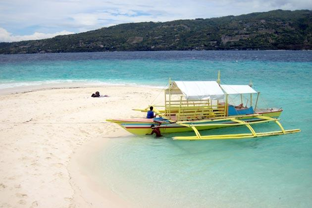 <strong>Sumilon Island, Cebu.</strong> Off the southeast coast of the municipality of Oslob, Cebu, this is the first marine protected area in the country. To date, Sumilon's most popular attraction is its sand bar, because of its shifting shape depending on the season. Oh yeah, it also has that white beach going for it.
