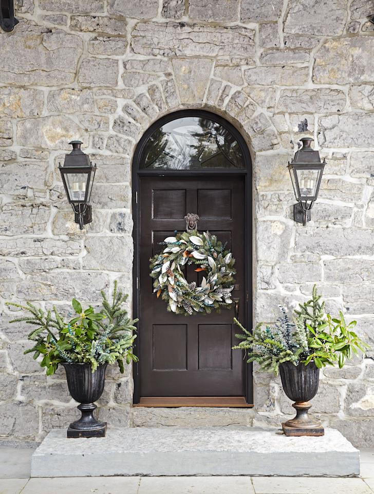 "<p><a href=""https://www.housebeautiful.com/home-remodeling/interior-designers/tips/g956/cozy-fall-home-decor/"" target=""_blank"">New season</a>, new wreath. It's time to swap out those soft summery florals with something a little more festive and cold weather-friendly. Because whether it's <a href=""https://www.housebeautiful.com/entertaining/holidays-celebrations/g22566018/halloween-flowers/"" target=""_blank"">trick-or-treaters</a> or <a href=""https://www.housebeautiful.com/entertaining/table-decor/g1535/fall-table-decorating-ideas/"" target=""_blank"">Thanksgiving</a> guests you're greeting this season, you can always count on a seasonal wreath on the <a href=""https://www.housebeautiful.com/design-inspiration/g21287611/fall-door-decorations/"" target=""_blank"">front door</a> to set the right and stylish mood (or you can one hang one indoors!). So we found thirty gorgeous fall wreaths that'll give your home serious <a href=""https://www.housebeautiful.com/home-remodeling/interior-designers/a27021992/what-are-grass-pavers/"" target=""_blank"">curb appeal</a>, and get ready to shop your favorites. </p>"