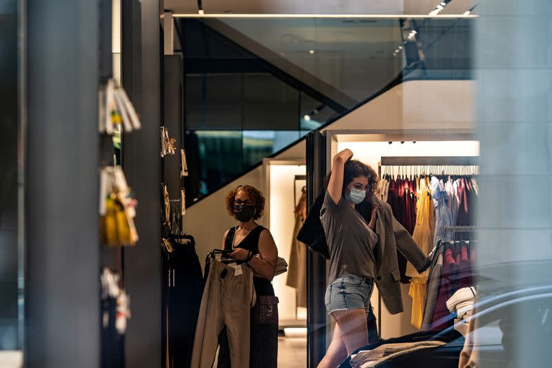 U.S. retail sales snap back; high unemployment, rising COVID-19 loom over recovery