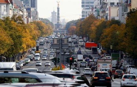 FILE PHOTO: Cars are seen at Kaiserdamm street, which could be affected by a court hearing on case seeking diesel cars ban in Berlin, Germany, October 8, 2018. REUTERS/Fabrizio Bensch/File Photo