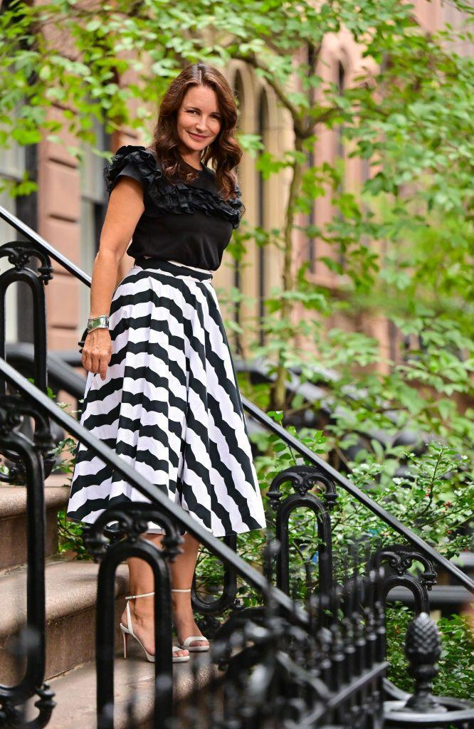 <p>Davis looked demure in a Maison Alaïa ruffled cotton-jersey T-shirt and long skirt, worn with Louboutin's Loubi Queen sandals.<br></p>