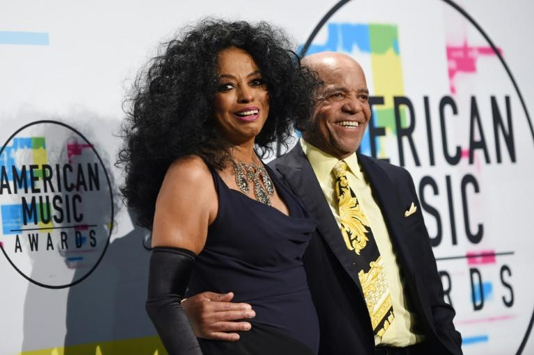 Diana Ross poses with music producer Berry Gordy at the 2017 American Music Awards