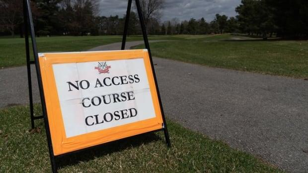 A sign at the Ottawa Hunt and Golf Club on April 17, 2021, tells people the course is closed. The province introduced stricter COVID-19 rules the day before that included declaring golf courses off-limits.