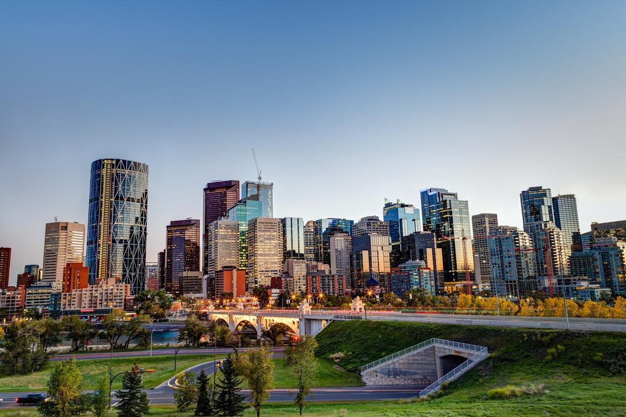 "As a whole, the Canadian city is doing everything it can to create the healthiest and cleanest communities possible. From educating people about greener lifestyles to eliminating waste within the streets, you'll certainly like what you see during your visit. Additionally, <a rel=""nofollow"" href=""https://www.theguardian.com/cities/2015/jun/15/cleanest-city-world-calgary-singapore""><em>The Guardian</em></a> reports that Calgary has a goal of reducing 80 percent of trash in landfills by 2020."