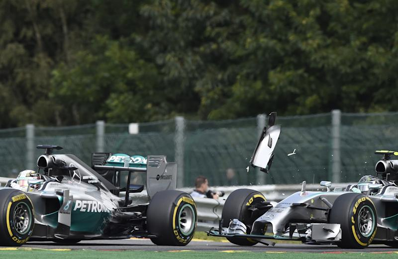 Formula One - Rosberg booed after Hamilton suffers puncture