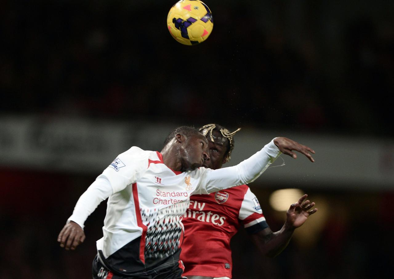 """Arsenal's Bacary Sagna (R) challenges Liverpool's Aly Cissokho during their English Premier League soccer match at the Emirates stadium in London November 2, 2013. REUTERS/Dylan Martinez (BRITAIN - Tags: SPORT SOCCER) FOR EDITORIAL USE ONLY. NOT FOR SALE FOR MARKETING OR ADVERTISING CAMPAIGNS. NO USE WITH UNAUTHORIZED AUDIO, VIDEO, DATA, FIXTURE LISTS, CLUB/LEAGUE LOGOS OR """"LIVE"""" SERVICES. ONLINE IN-MATCH USE LIMITED TO 45 IMAGES, NO VIDEO EMULATION. NO USE IN BETTING, GAMES OR SINGLE CLUB/LEAGUE/PLAYER PUBLICATIONS"""