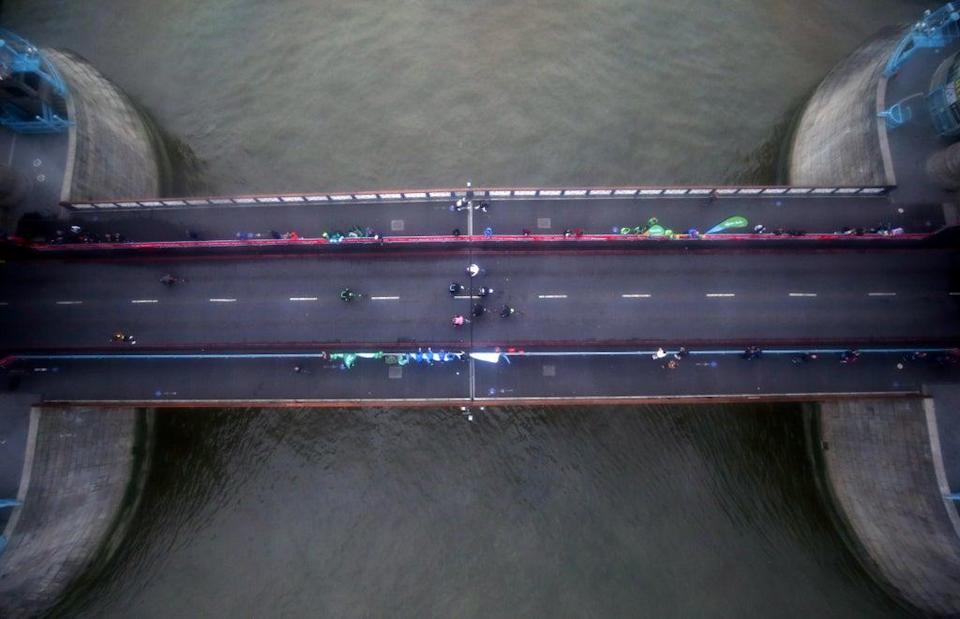 A view from above as the men's wheelchair race passes over Tower Bridge (Steven Paston/PA) (PA Wire)