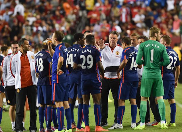 Manchester United's coach Louis van Gaal speaks to his players before a penalty shootout against Inter Milan during a Champions Cup match in Landover, Maryland, on July 29, 2014 (AFP Photo/Nicholas Kamm)