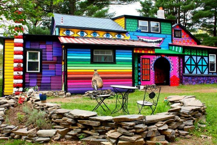 "<div class=""caption-credit""> Photo by: The Flying Tortoise</div><div class=""caption-title"">Living in a Rainbow</div>Katwise owns this wonderfully colorful home. I wonder how long it took to paint. <br>"