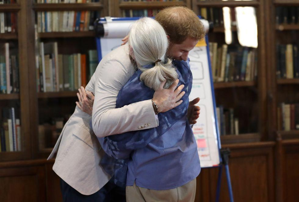 <p>Prince Harry and Dr. Goodall embrace as he arrives to the Roots & Shoots event.</p>