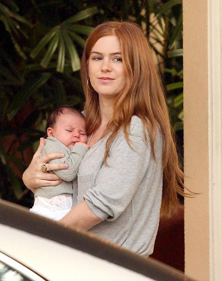 "Isla Fisher is spotted with her adorable newborn daughter Olive. MWD/<a href=""http://www.x17online.com"" target=""new"">X17 Online</a> - November 22, 2007"