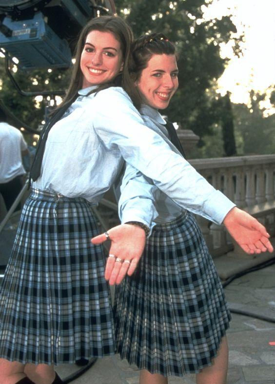 <p>One day you're running out of speech class, the next day you're a princess. Luckily for Amelia Mignonette Thermopolis Renaldi, her best friend Lily will always just see her as Mia.</p>