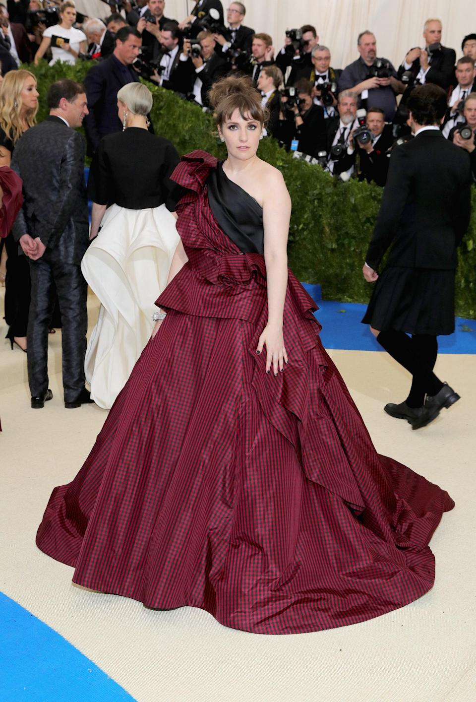 """<h1 class=""""title"""">Lena Dunham in Elizabeth Kennedy</h1> <cite class=""""credit"""">Photo: Getty Images</cite>"""