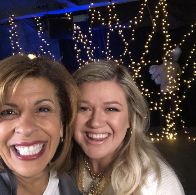 "<p>""Worked with this amazing woman last night on a project that will be revealed next week!"" teased the <em>Today</em> host, posing with superstar singer and <em>The Voice</em> coach Kelly Clarkson. ""I am busting!"" Kotb wrote, adorably adding the hashtag ""#ilysinceforever"" (Photo: <a href=""https://www.instagram.com/p/BfvDSz6Bq9g/?taken-by=hodakotb"" rel=""nofollow noopener"" target=""_blank"" data-ylk=""slk:Hoda Kotb via Instagram"" class=""link rapid-noclick-resp"">Hoda Kotb via Instagram</a>) </p>"