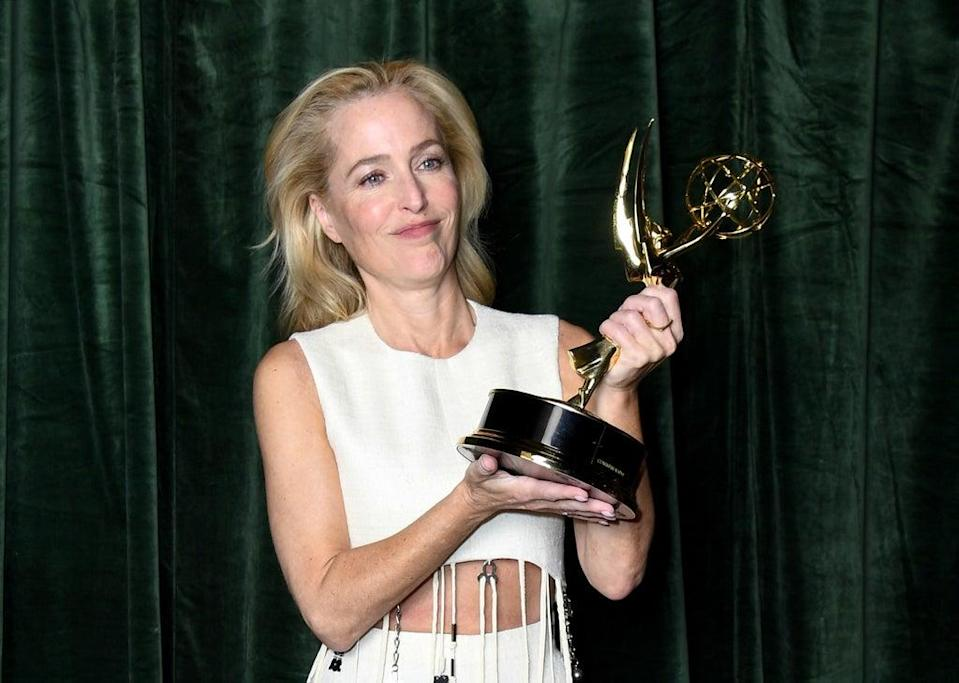 Gillian Anderson holds her Emmy for Outstanding Supporting Actress for a Drama Series on 19 September 2021 (Gareth Cattermole/Getty Images)