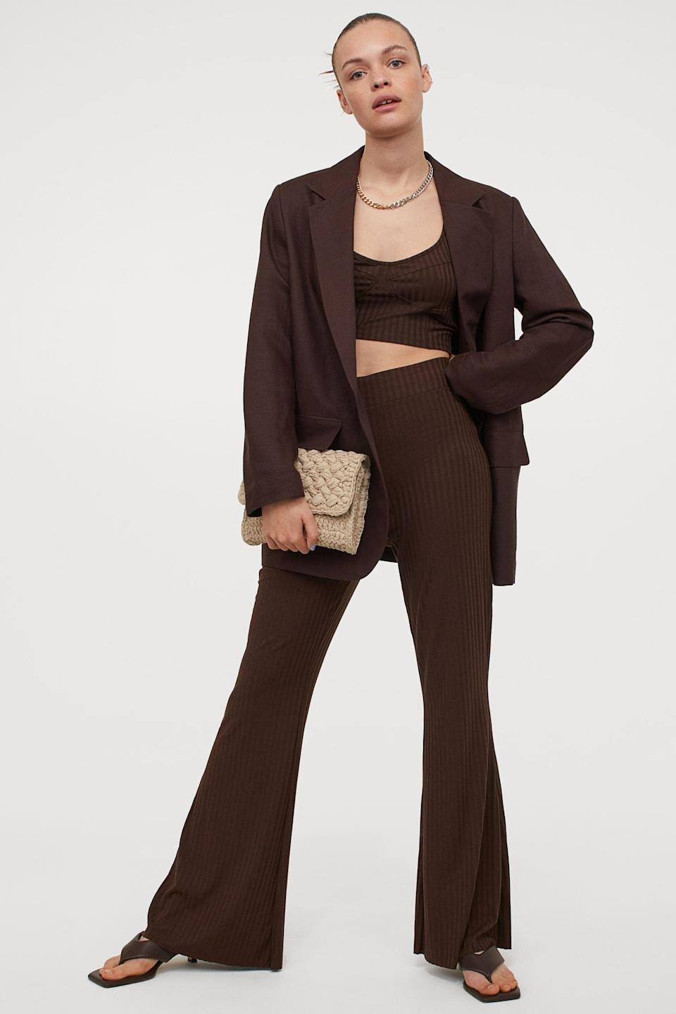 <p>The shade of these <span>H&amp;M Ribbed Pants</span> ($15) is so chic and versatile.</p>