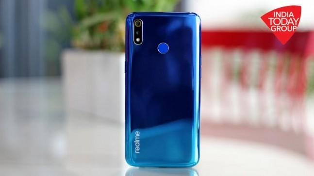 Announced on Monday, the Realme 3 is a successor to the popular Realme 2 and touts a dewdrop display, gradient unibody design, a Helio P70 chips and long-lasting battery, all at an affordable price point.