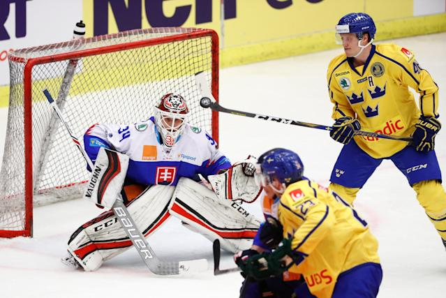 Ice Hockey - 2018 Euro Hockey Challenge - Sweden v Slovakia - Norrkoping, Sweden - April 5, 2018 - Sweden's Carl Klingberg scores. TT News Agency/Stefan Jerrevang/ via REUTERS ATTENTION EDITORS - THIS IMAGE WAS PROVIDED BY A THIRD PARTY. SWEDEN OUT. NO COMMERCIAL OR EDITORIAL SALES IN SWEDEN