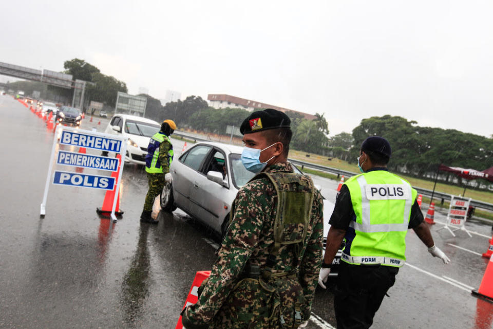 Policemen along with Army and RELA personnel join forces to man roadblocks near the Penang Bridge Toll Plaza April 3, 2020. — Picture by Sayuti Zainudin