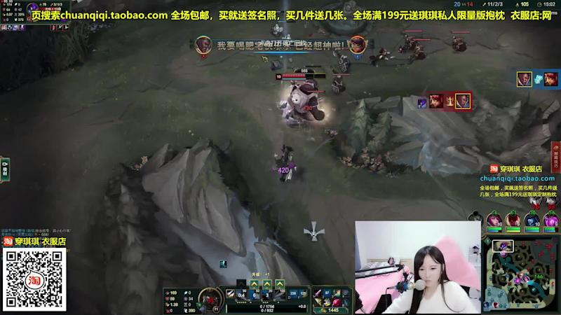 A Huya user broadcasting a gaming experience.