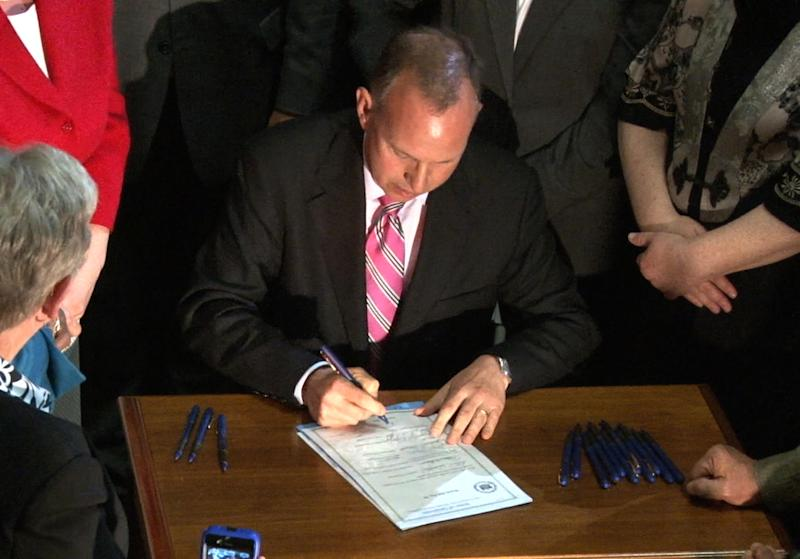 Same-sex couples welcome Del. gay marriage law