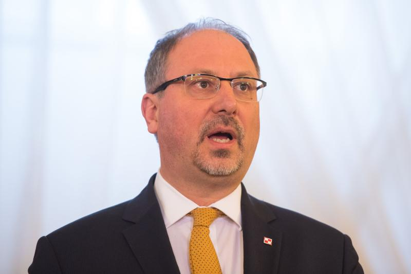 Polish ambassador to the UK Arkady Rzegocki has written to Poles living in the country