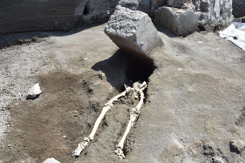 A skeleton of a victim recently foundthe archaeological site of Pompeii. (KONTROLAB via Getty Images)
