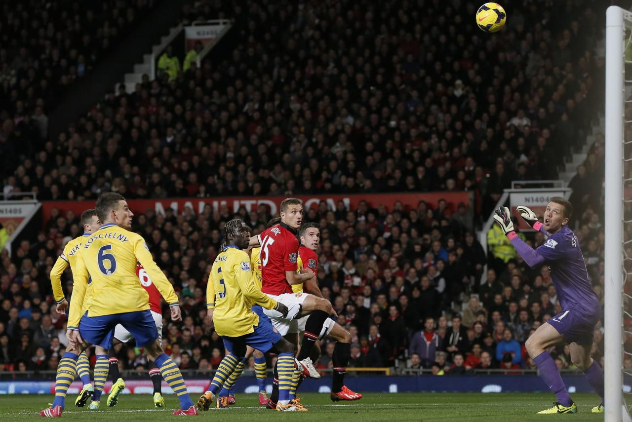 Manchester United's van Persie scores past Arsenal's Szczesny during their English Premier League soccer match in Manchester