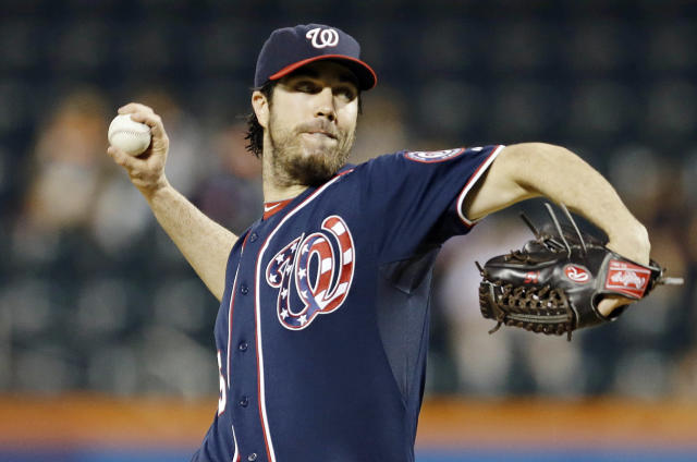 Washington Nationals' Dan Haren delivers a pitch during the first inning of Fans a baseball game against the New York Mets, Wednesday, Sept. 11, 2013, in New York. (AP Photo/Frank Franklin II)