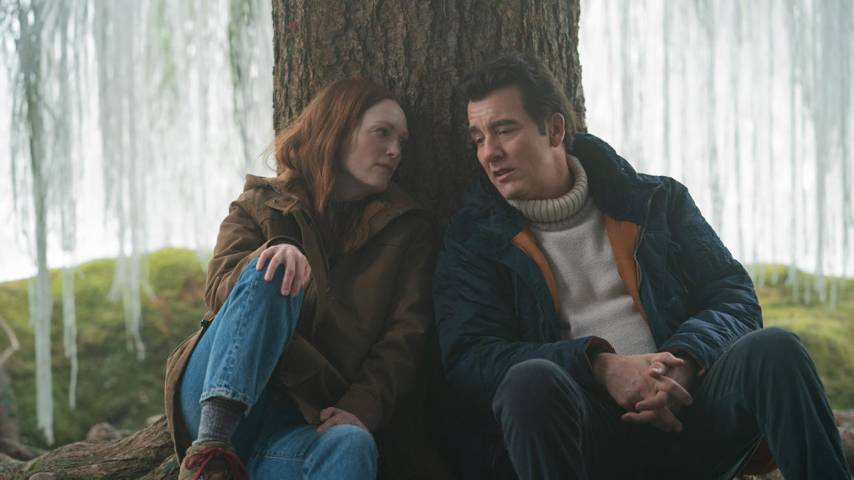Julianne Moore is grieving the death of her husband (Clive Owen) in 'Lisey's Story'. (Apple TV+)
