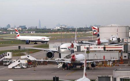 BA grounds all Gatwick and Heathrow flights amid 'major IT system failure'