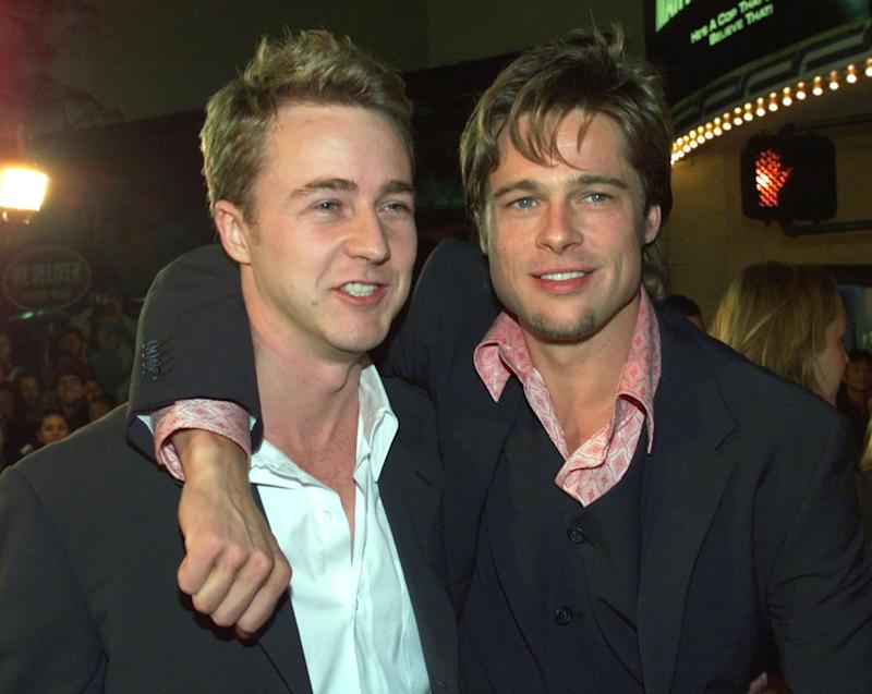 "Actors Edward Norton (L) and Brad Pitt, stars of the new drama film ""Fight Club"" pose together at the film's premiere October 6 in Los Angeles. The film, which opens October 15 in the United States, is about a group of rich yuppie men who have fist-fights as a recreational past-time. FSP/JP"