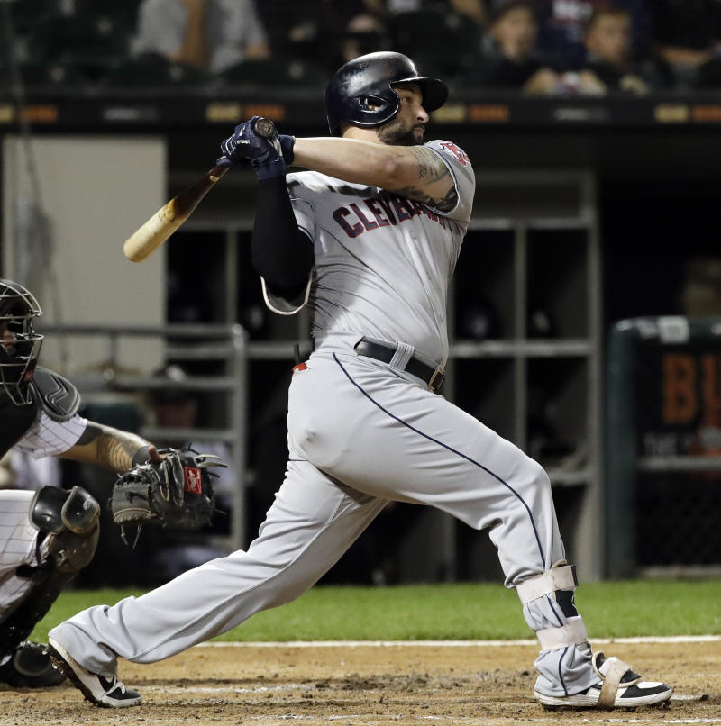 Indians trade Yonder Alonso to White Sox, reports say