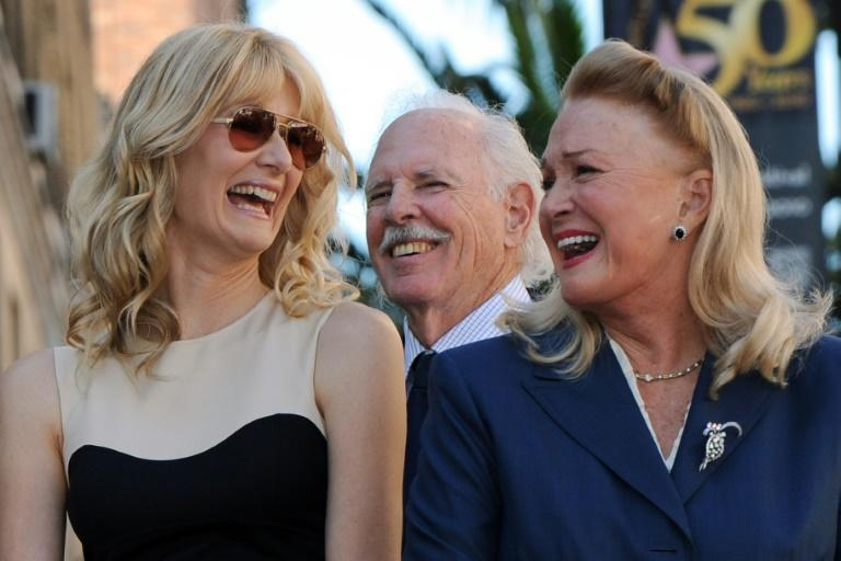 Laura Dern (L) is Hollywood royalty -- her parents are actor Bruce Dern (C) and actress Diane Ladd (R)
