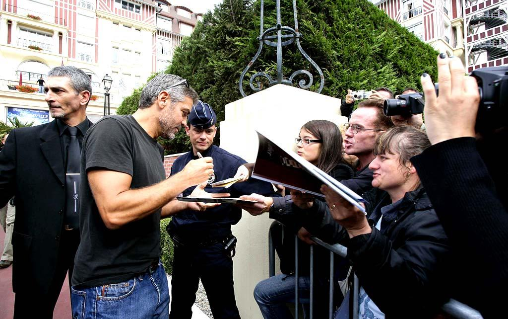 """Brad's BFF George Clooney was also in Europe, though his fans were better-behaved. <a href=""""http://www.splashnewsonline.com/"""" target=""""new"""">Splash News</a> - September 2, 2007"""